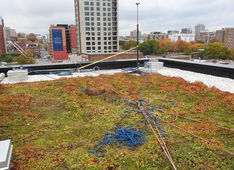 Chute mortelle d'un travailleur du haut de la Maison du développement durable à Montréal